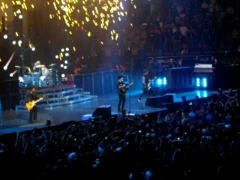 """21 Guns"" - Green Day (live @ Boston TD Banknorth Garden 7/20/09)"
