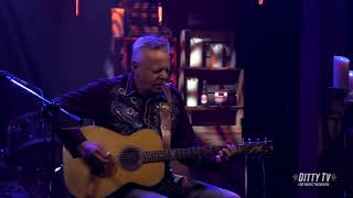 "Tommy Emmanuel performs ""Beatles Medley"" on DittyTV"