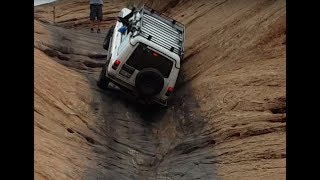 Land Rover Discovery (Near Rollover) Hell's Gate on Hell's Revenge Trail, Moab, UT