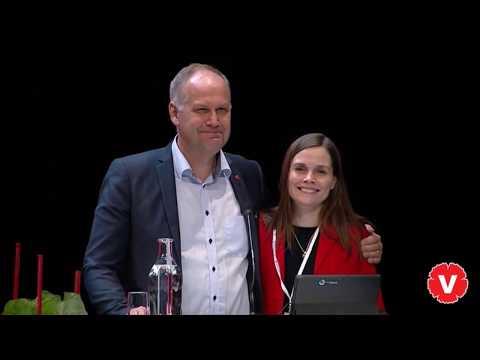 Katrín Jakobsdóttir håller hälsning till Vänsterpartiets kongress 2018