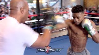 ERROL SPENCE SHOWS OFF TIGHT DEFENSE PRECISION COMBINATIONS IN FULL MITT WORKOUT FOR SHAWN PORTER