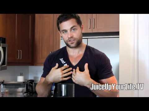 BLENDING GREEN DRINKS VS JUICING VEGETABLES Q&A FITLIFE.TV
