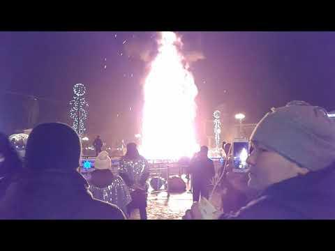 Южно -Сахалинск , площадь Ленина Новый 2018 год сгорела ёлка!