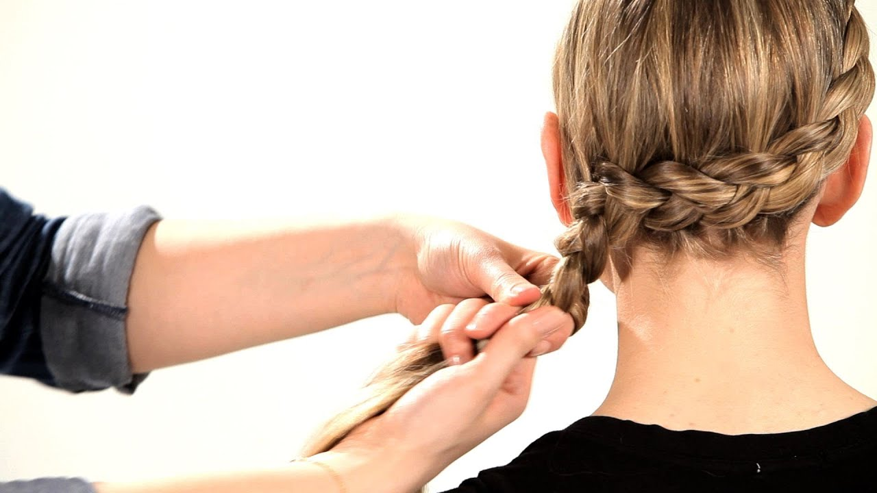 How to braid the braid around the head Views and step by step instructions 46