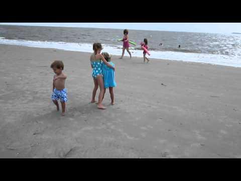 Girls shagging on the beach videó letöltés