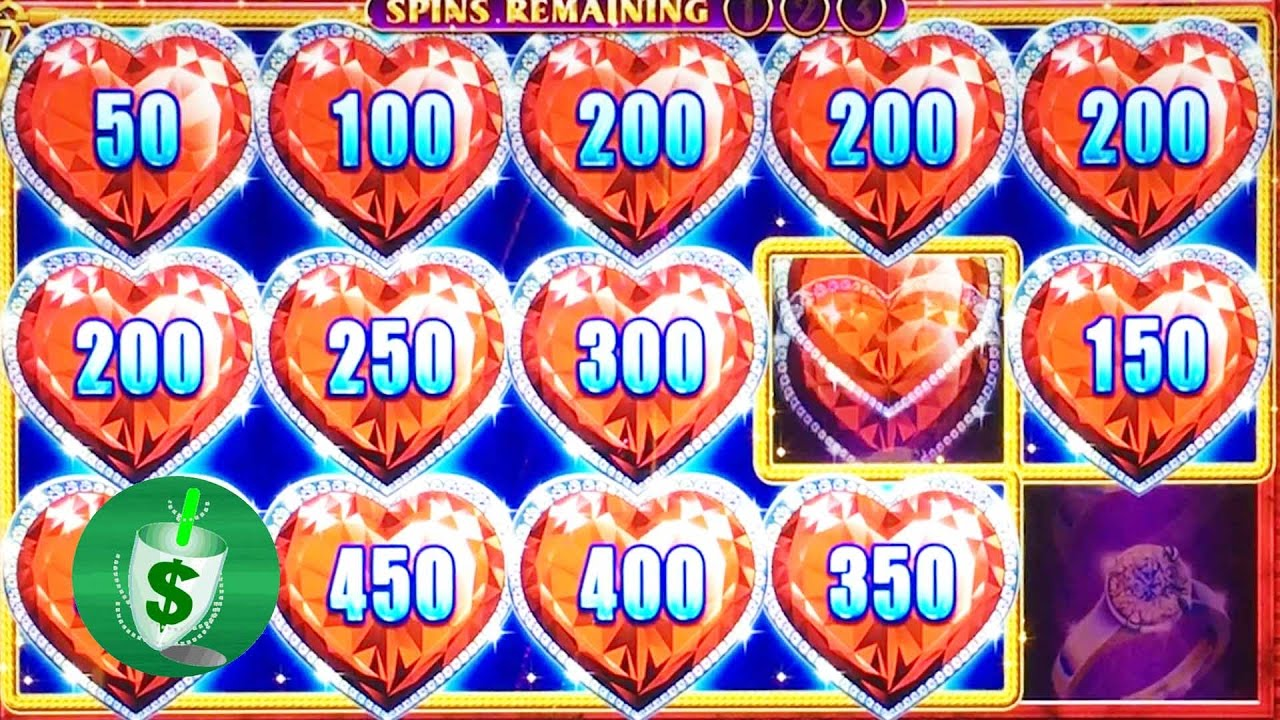 Lock It Link Diamonds Slot Machine