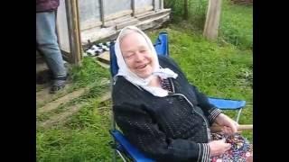 Бабуля на рыбалке!!! Прикол!!! Ловить карасей на удочку!!!(Бабуля ловит карасей в бочке!!!, 2016-08-12T00:08:18.000Z)