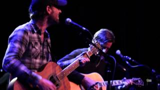 "Band Of Horses - ""Is There A Ghost"" (eTown webisode #478)"