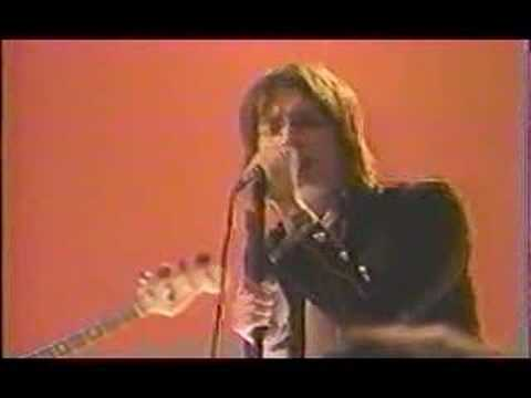 The Strokes - Between love and hate (live on mtv 2$Bill)