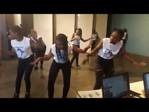 BONDA GIRLS HIGH STUDENTS DANCING LIKE CRAZY AT A SCHOOL FUNCTION