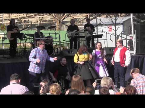 Dollywood's Gem Tones Entertain Crowd