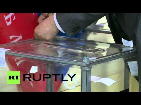 Ukraine: Polling stations close in Donetsk