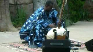 Toumani Diabate playing the kora