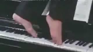 TVドラマ柔道一直線より(1969~71年) 足でピアノを弾く結城真吾(近藤正臣...