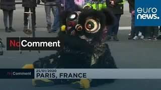 شاهد: إحتفالات برقصات التنين والأسد في باريس إحتفالا بالسنة الصينية الجديدة…