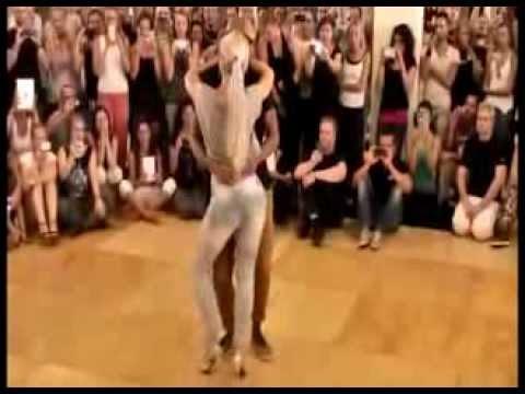 bailando extraño