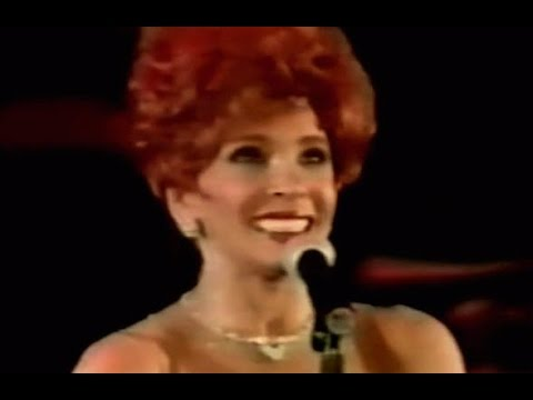 Shirley Bassey - GOLDFINGER / Diamonds Are Forever  (1995 Live In Istanbul)
