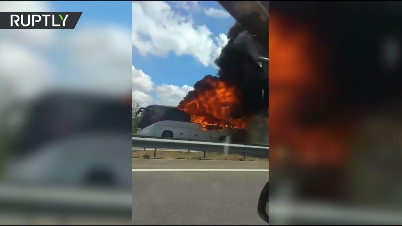 На трассе в Подмосковье сгорел пассажирский автобус — видео