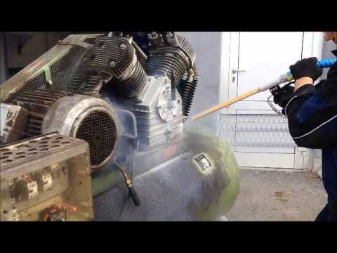 Cleaning the air compressor - MIGHTY E - Dry Ice Blasting