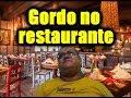 Gordo no restaurante
