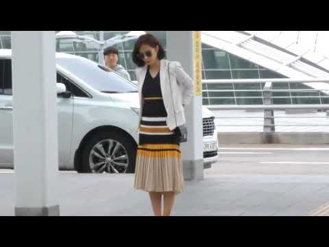Kwon Yuri SNSD cutely struggles with the automatic doors at the airport