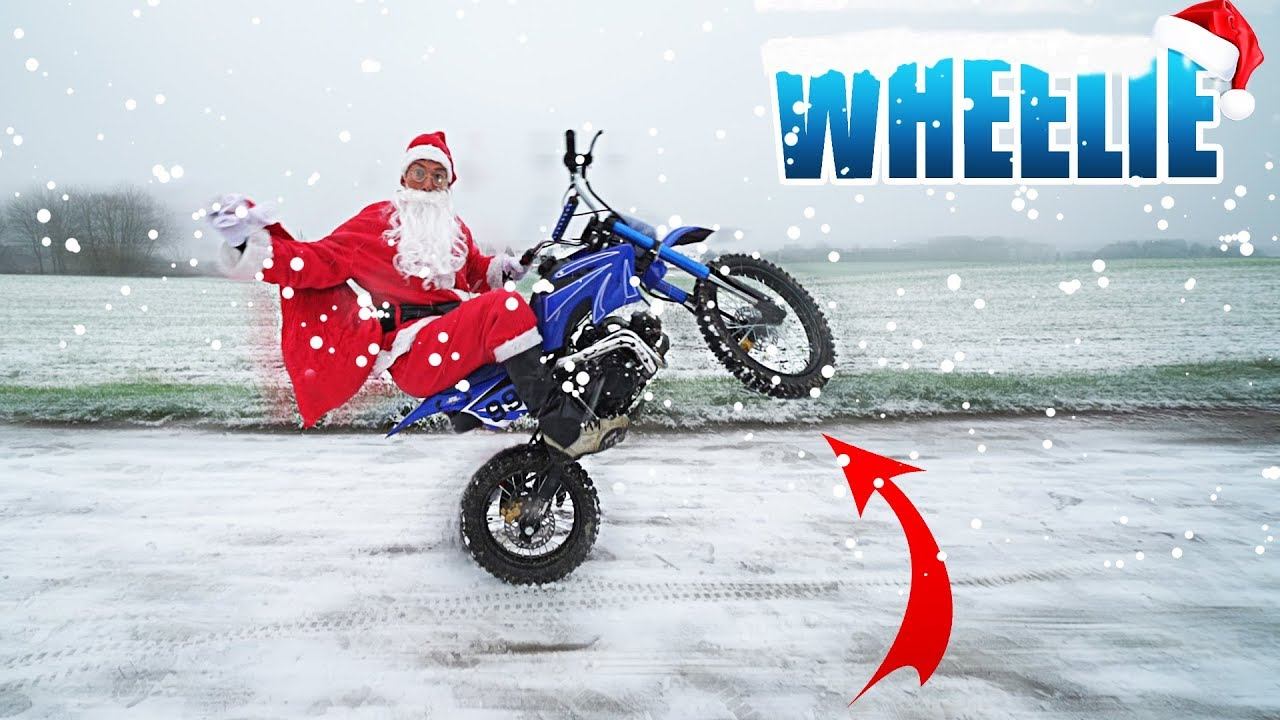 weihnachtsmann macht wheelie auf einem kinder dirtbike 1. Black Bedroom Furniture Sets. Home Design Ideas