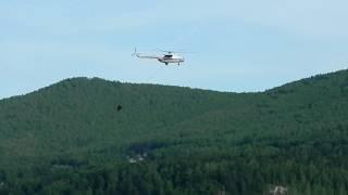 Вертолёты черпают воду