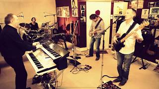PINK FLOYD , LEARNING TO FLY , COVER BY MOON DUST