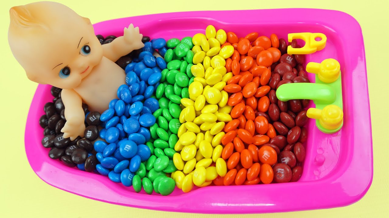 learn colors baby doll bath time m u0026m u0027s surprise toys color bubble