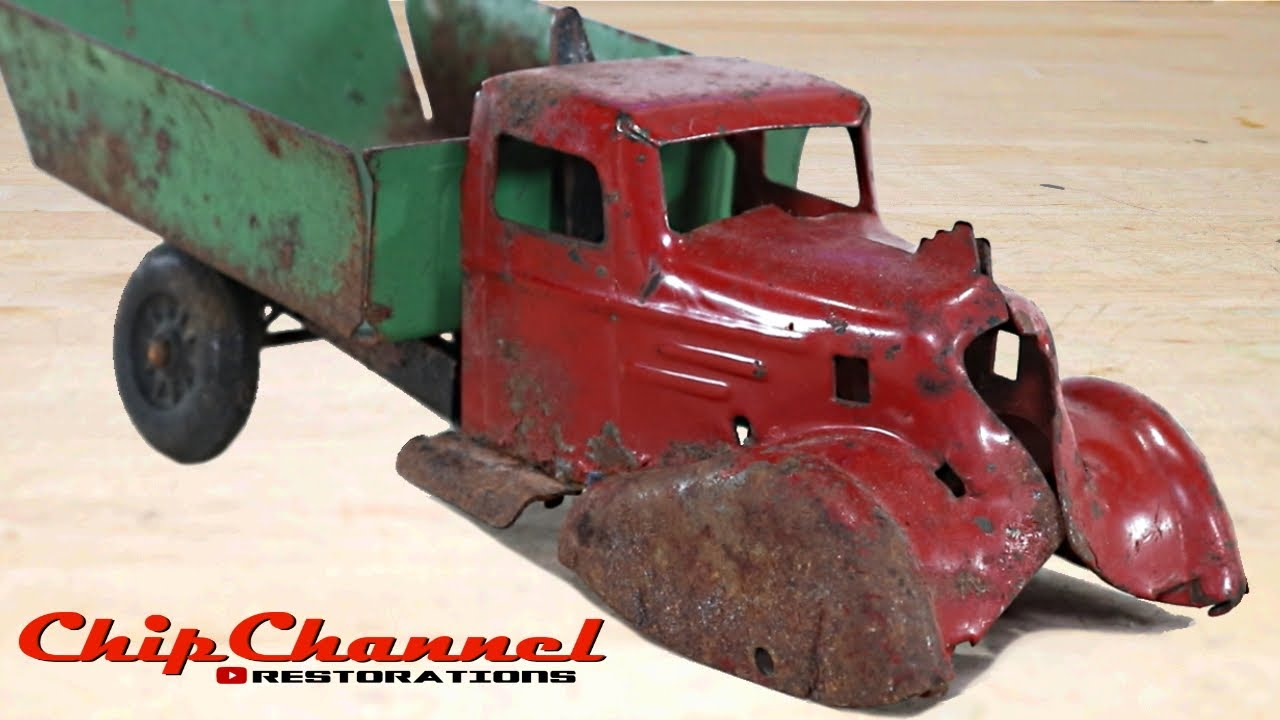 1930's Wyandotte Light Up Rooster Coupe Dump Truck