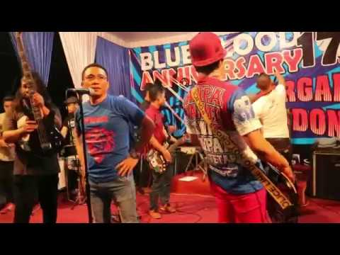 Unduh lagu d'Kross - HUT 17th AREMANIA BLUE BLOOD (LIVE) terbaru