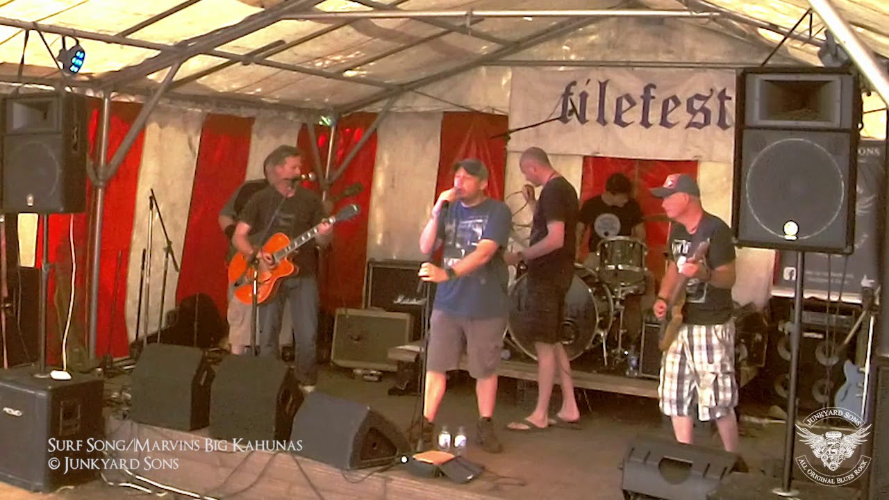 Surf Song/Marvin's Big Kahunas, live at FileFest 2018, West Sussex