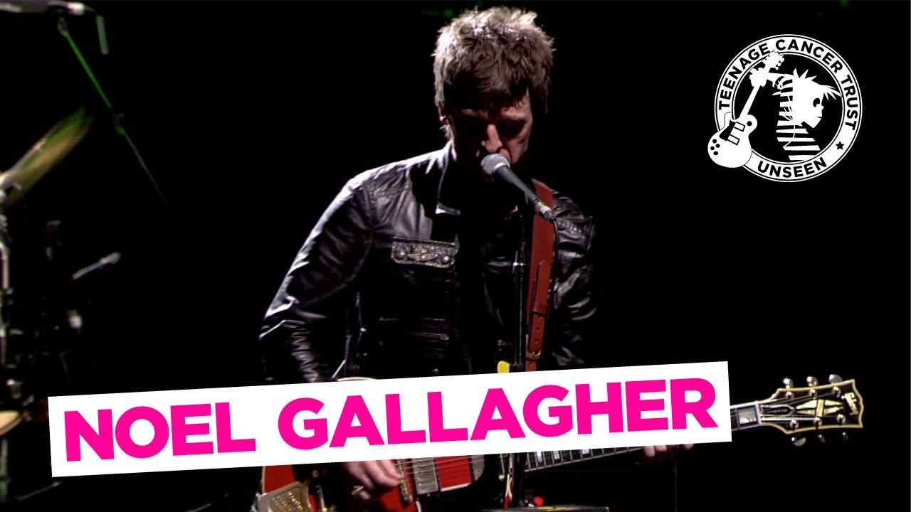 Everybody's On The Run - Noel Gallagher Live