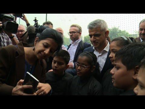 London mayor talks air pollution with Delhi school children