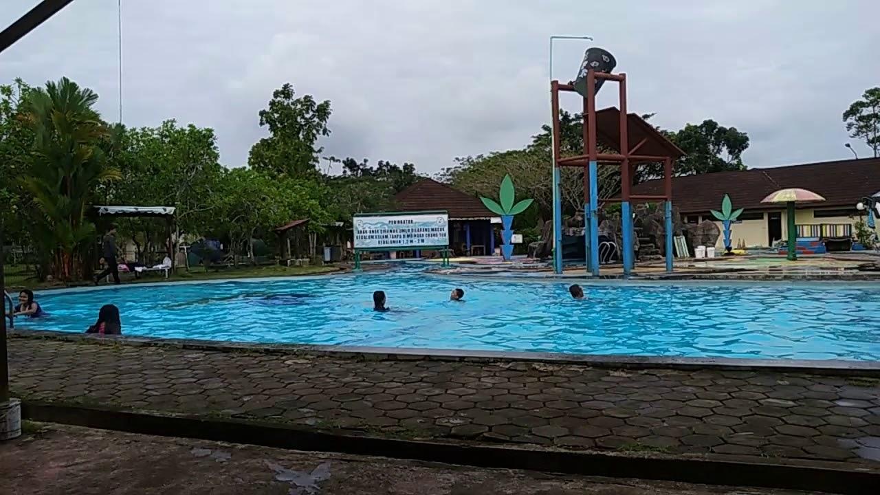 Berenang Di Kolam Renang Hotel Gardenia Resort Spa Kubu Raya