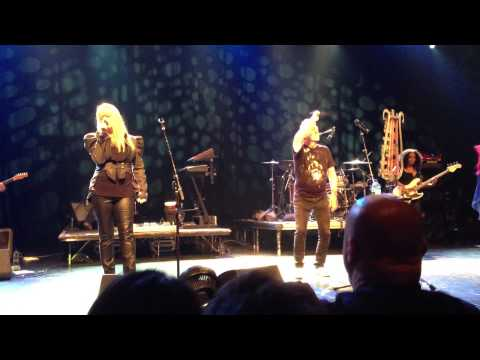 The B-52's Give Back My Man Live at The Majestic Ventura Theater 2/9/13