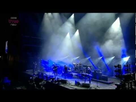 The Cure - Trust - Reading 2012