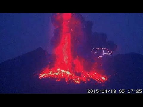 Breathtaking Sunrise Eruption In Japan Lava - 17 incredible photos of volcanic lightning