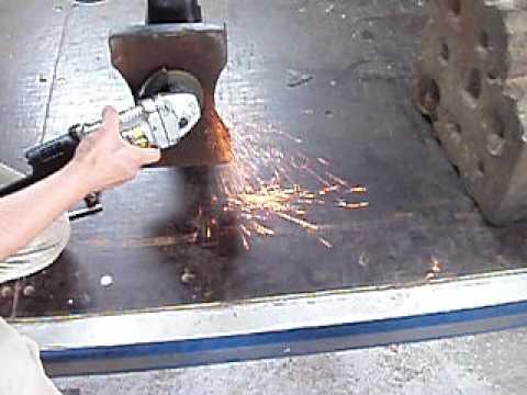 鋼の火花試験 - YouTube