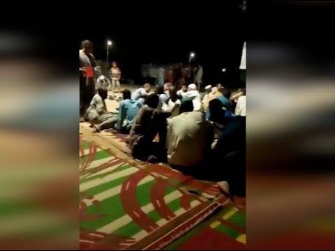 الوطن المصرية:أهالي قرية بالأقصر يستضيفون 37 سودانيا تعطل بهم الأتوبيس أثناء توجههم إلى القاهرة
