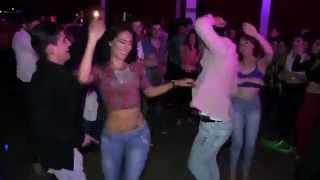 Cuando una mujer latina baila como una Diosa y todos quieren bailar con ella