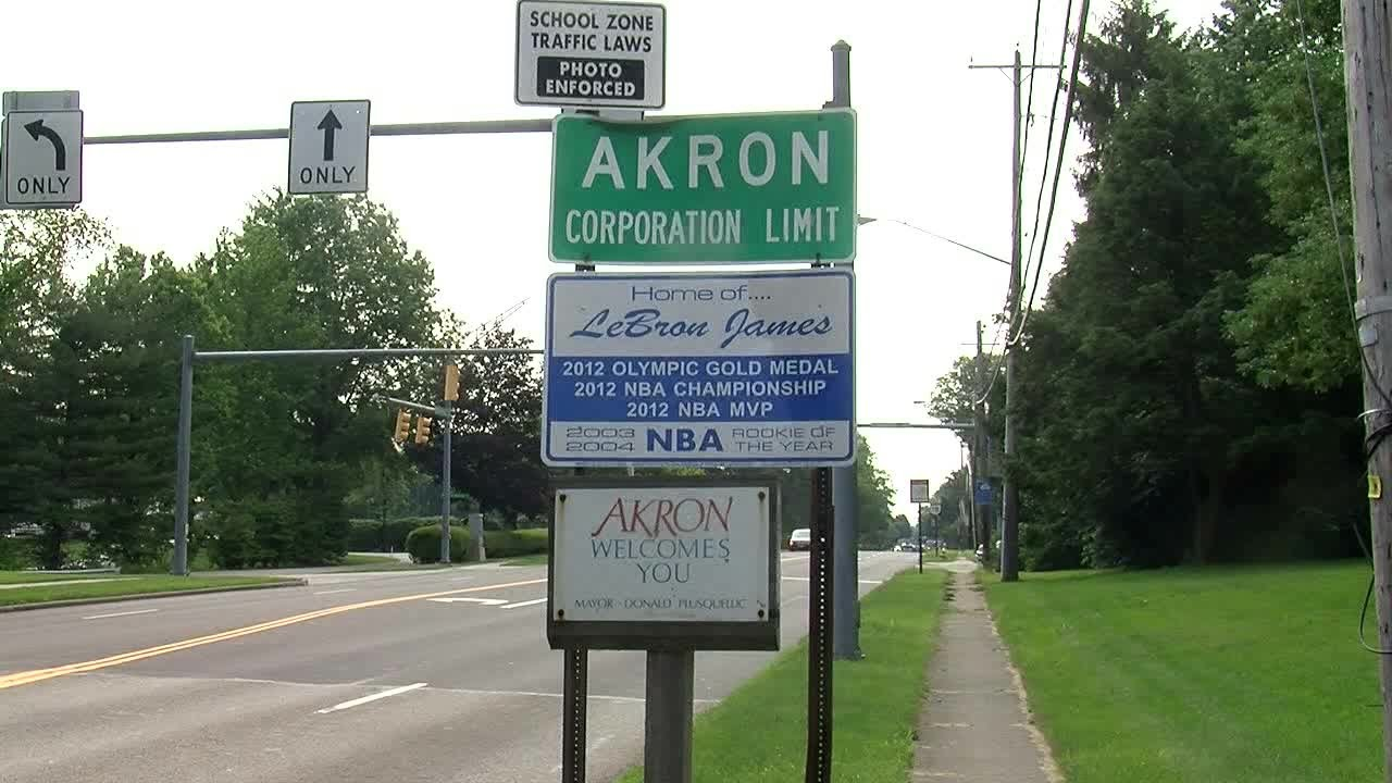 0134f66a6fee LeBron James gives shout-out to Akron after winning 2nd straight NBA ...