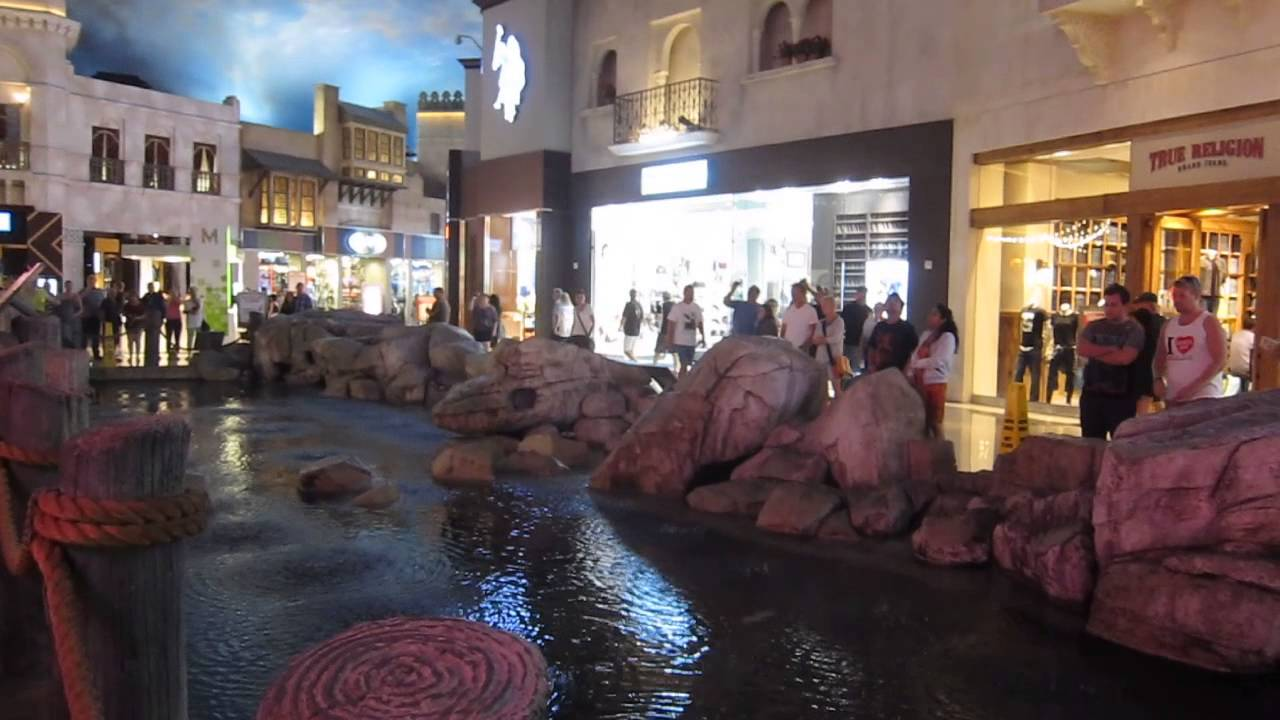 Mist and Rain Show - Miracle Mile Shops at Planet Hollywood, Las Vegas