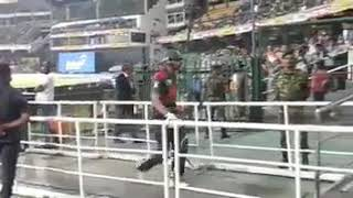 Sri lankan fan shouted like dog's after Mahmudullah's out