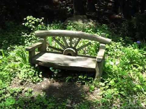 Ну как же без садовой скамейки на даче?