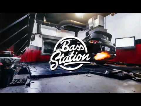 Enrique Inglesias - Subeme La Radio Bass Boosted