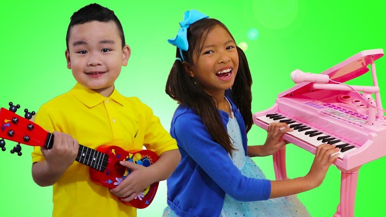 Wendy Lyndon Pretend Play Singing Nursery Rhymes Kids