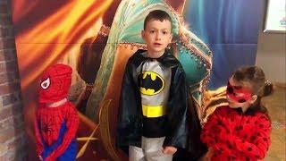 Леди Баг Ladybag , Человек Паук и Бэтмен идут в кино на мультик Тайная жизнь домашних животных 2
