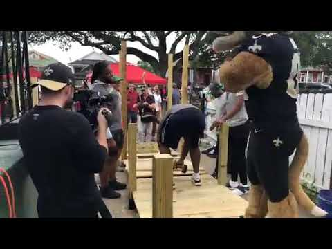 Michael Thomas & Other Saints Stars ... Help Build Ramp For Disabled Man