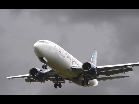 Boeing 737 - Windy landing in Berne (with ATC)